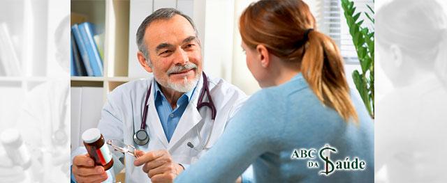 O ritual de tomar o remédio junto com a informação ao paciente pode influenciar o tratamento - ABC da Saúde