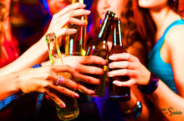 Como lutam contra a dependência alcoólica