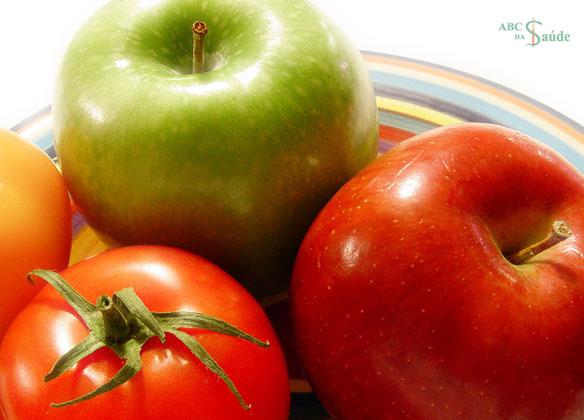 Como evitar a perda de massa muscular causada pela idade: tomate + maçã | ABC da Saúde